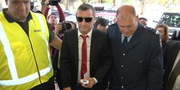 Phil Rudd se declara culpado de posse de drogas e ameaça de assassinato