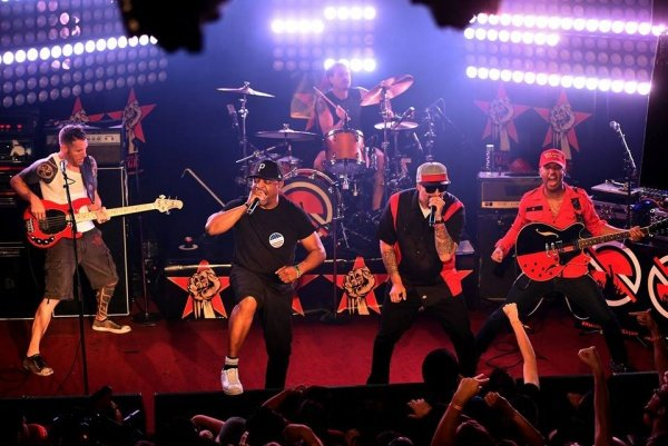 Filmagem oficial de Killing In The Name do show do Prophets of Rage