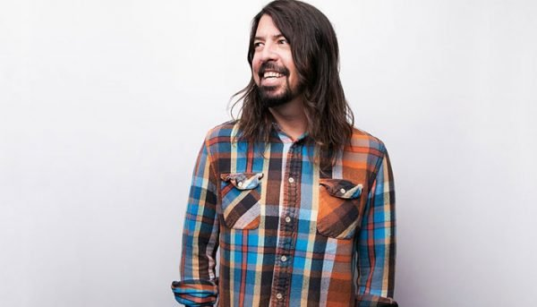Material solo de Dave Grohl antes do Foo Fighters é vendido na internet