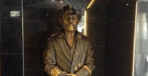 Lemmy Statue3