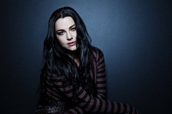 Amy Lee do Evanescence lança novo single, Speak To Me