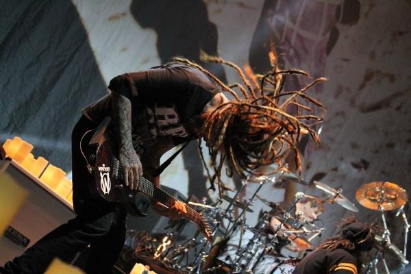 Guitarrista do Korn diz que show no Brasil terá surpresas