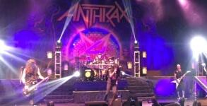 Anthrax CArry On Wayward son ao vivo