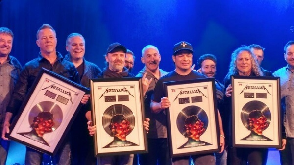"""Hardwired… To Self-Destruct"" ganha disco de Platina nos EUA"