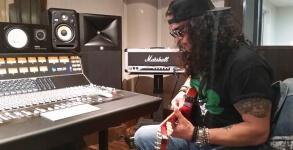 Slash no estudio