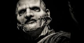 Corey Taylor sairia do Slipknot