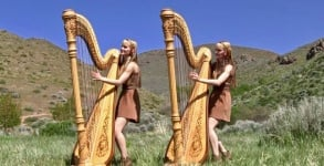 Harp Twins tocam Run To The Hills do Iron Maiden