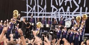 Papa Roach toca com banda de Escola