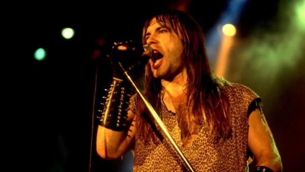 """Vídeo: A """"morte"""" de Bruce Dickinson no Iron Maiden em 1993"""