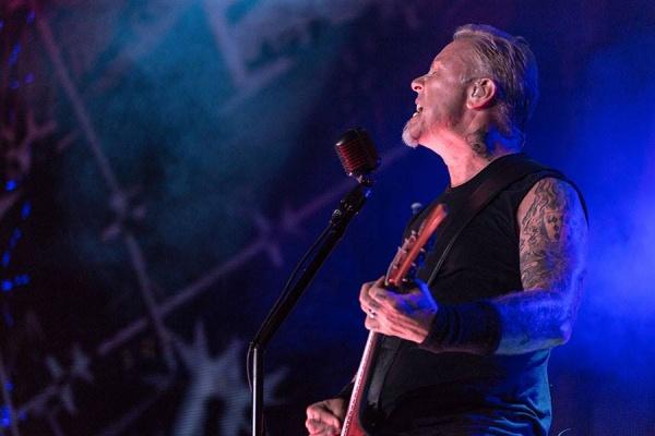 Metallica presta homenagem a Chester Bennington