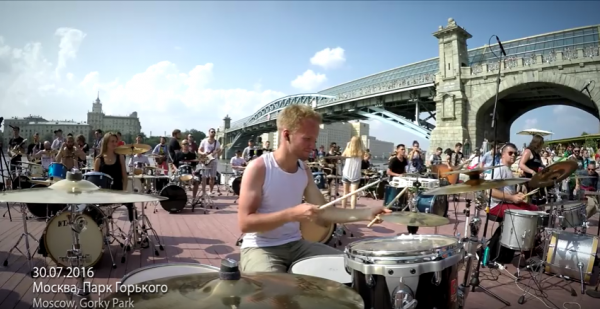 Mais de 100 músicos tocam Linkin Park juntos na Rússia