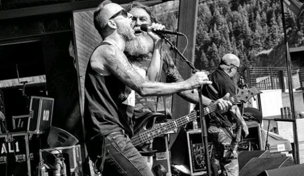 """Slayer toca """"Evil Has No Boundaries"""" com vocalista do Behemoth"""