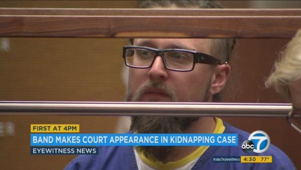 Membros do Decapitated vão ao tribunal, polícia procura testemunhas