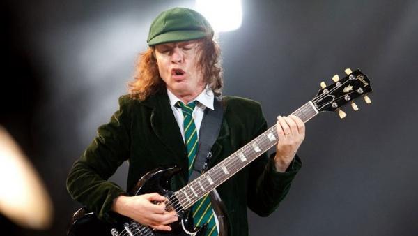 Rolling Stones: Angus Young visita a banda em show na Alemanha