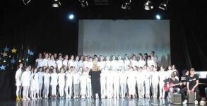 """Coral de crianças da Sérvia faz cover de """"Fear Of The Dark"""""""