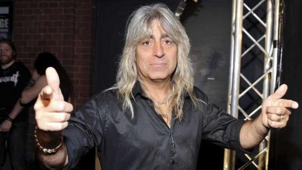 Mickey Dee relembra Lemmy e Dio e fala sobre tocar no Scorpions
