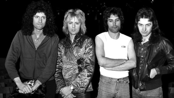 "Queen divulga versões inéditas de ""We Will Rock You"" e ""We Are The Champions"""