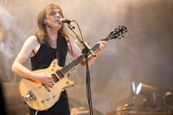Artistas e bandas reagem à morte de Malcolm Young do AC/DC