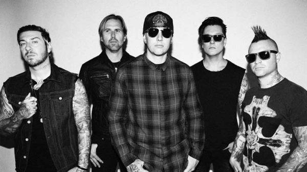 """Avenged Sevenfold revela curiosidades por trás da música """"Almost Easy"""""""