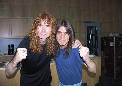 Dave Mustaine do Megadeth faz bela reverência a Malcolm Young; veja