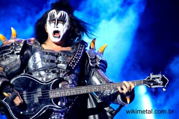 """Gene Simmons fala sobre uma possível turnê de despedida do Kiss """"Nós não podemos continuar tocando para sempre"""""""