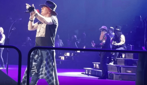 "Guitarrista do ZZ Top toca ""Patience"" com Guns N' Roses no Texas"