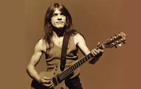 Malcolm Young lendário guitarrista do AC/DC, morre aos 64 anos