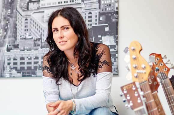Sharon Den Adel do Within Temptation lança música de seu novo projeto