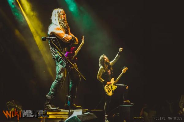 Público de São Paulo grita nome de Malcolm Young antes do show de Zakk Sabbath