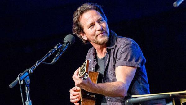 Eddie Vedder anuncia dois shows solo em São Paulo para 2018