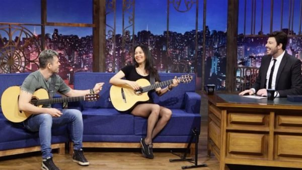 Dupla Rodrigo y Gabriela toca Led Zeppelin no The Noite com Danilo Gentili