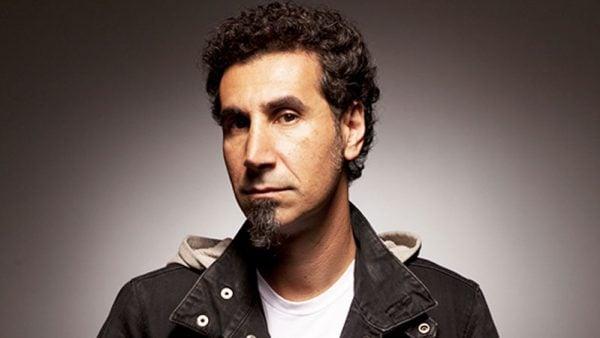 """Serj Tankian: """"Que se danem os vocais. Estou cansado disso"""""""