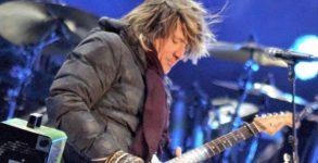 Cantor country faz homenagem a Chris Cornell, Tom Petty e Malcolm Young na virada do ano