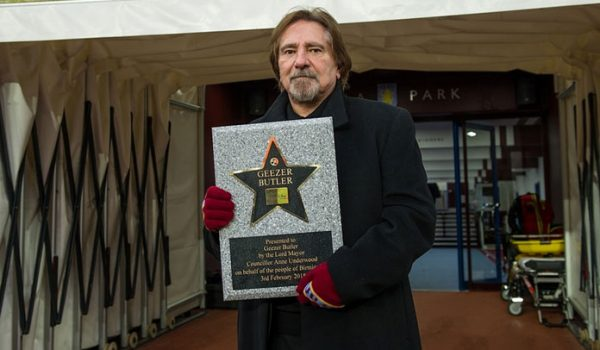 Geezer Butler é homenageado no Birmingham Walk Of Stars