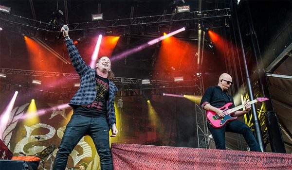 """Stone Sour: Corey Taylor diz que Josh Rand está """"indo muito, muito bem"""" em seu tratamento"""