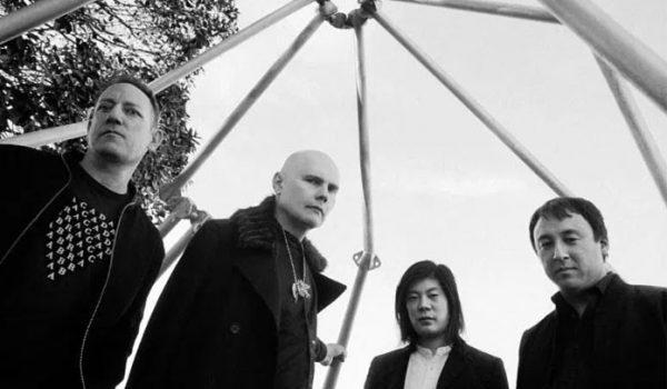 "Smashing Pumpkins lança nova música ""Knights of Malta"""