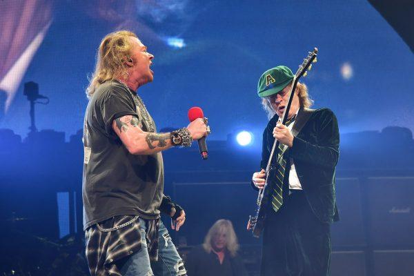 AC/DC continuará fazendo turnê com Axl Rose