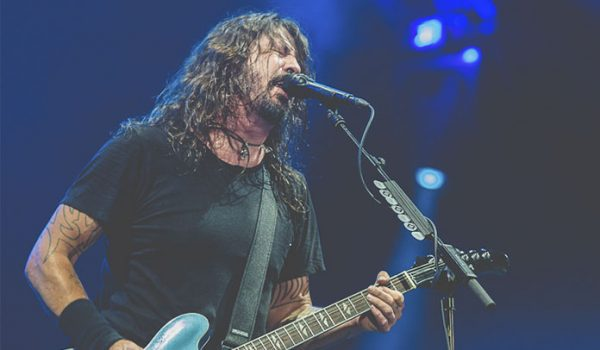 Meteorito é visto durante show do Foo Fighters na Holanda; assista o vídeo