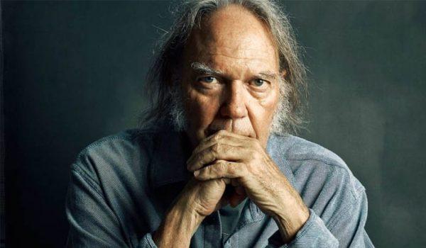 Neil Young lança vídeo por mais leis contra as armas nos EUA