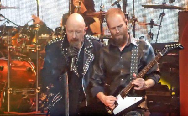 """Judas Priest inicia a turnê """"Firepower""""; assista vídeos"""