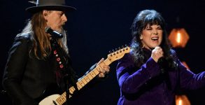 Jerry Cantrell e Ann Wilson fazem homenagem a Chris Cornell no Hall Of Fame
