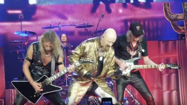 Glenn Tipton se junta ao Judas Priest em show; assista vídeos
