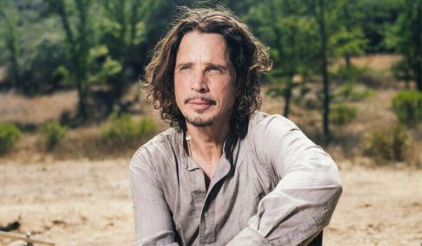 Filha de Chris Cornell divulga cover de Prince que gravou com o pai