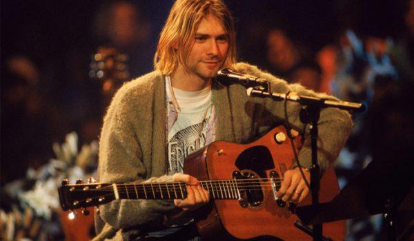 Filha de Kurt Cobain perde direito a posse de violão do pai