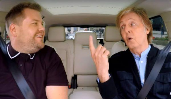 Paul McCartney visita casa onde morava e faz show surpresa em pub no Carpool Karaoke; assista
