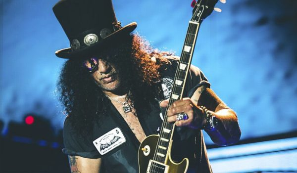 """Slash fala sobre gravar algo novo com o Guns N' Roses """"Todo mundo quer fazer isso"""""""