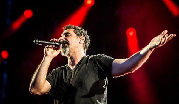 """Serj Tankian divulga declaração sobre o System of a Down: """"Sou o responsável pelo hiato"""""""