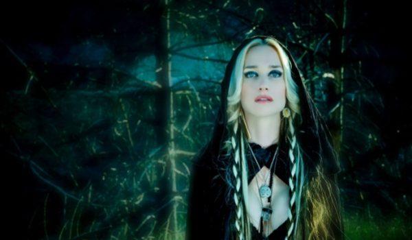 Morre Jill Janus, vocalista do Huntress