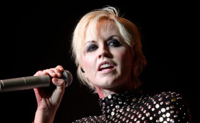 Dolores O'Riordan, vocalista do The Cranberries, morreu após afogamento