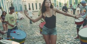 Paul McCartney divulga clipe gravado no Brasil